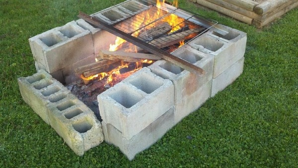 Cinder block fire pit - DIY fire pit ideas for your backyard on Cinder Block Fireplace Diy  id=55426