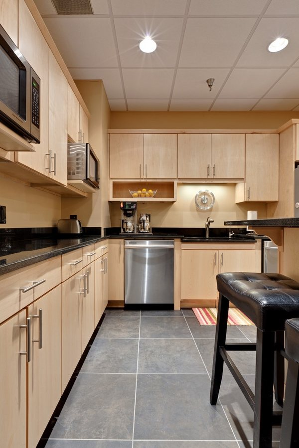 Maple cabinets - a good choice for elegant and modern ... on Countertops With Maple Cabinets  id=83827