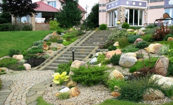 Hill landscaping - original and creative ideas for sloping ... on Hill Backyard Ideas id=87774