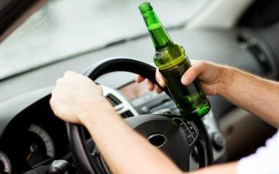 Depistat de poliţişti la volan cu 1,44mg/l alcool pur în aerul expirat şi fără permis