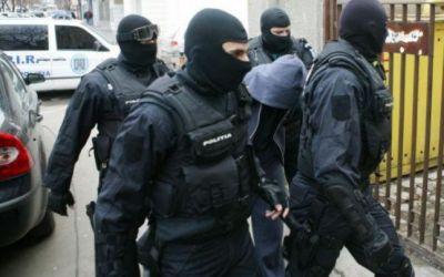 Descinderi domiciliare efectuate de poliţiştii băcăuani
