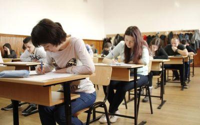 Elevii susțin proba de evaluare a competențelor lingvistice de comunicare orală în limba română