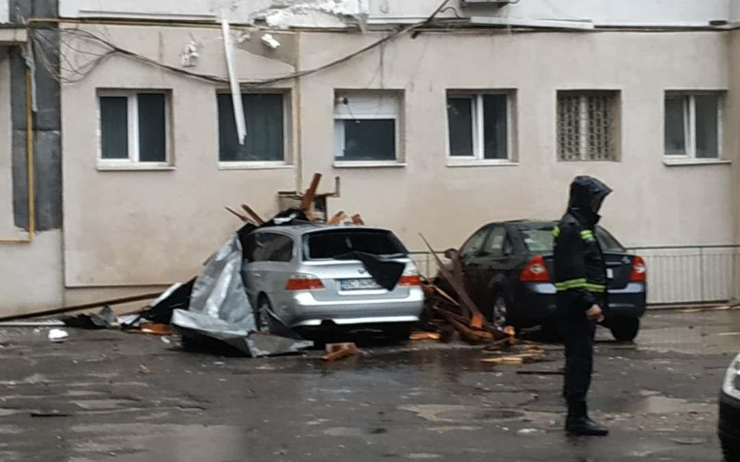 Furtuna a făcut ravagii în Bacău (foto)