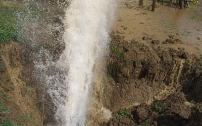 Avarie pe conducta de aducțiune Valea Uzului (FOTO)