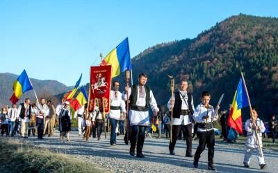 Primarii ALDE Bacău au sărbătorit Ziua Armatei în cimitirul de la Valea Uzului (FOTO)