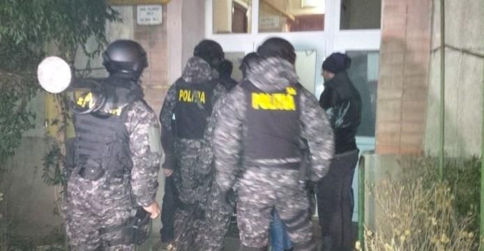 Percheziții la o grupare de traficanți de persoane din Timișoara, care exploata tinere, printre care și minore