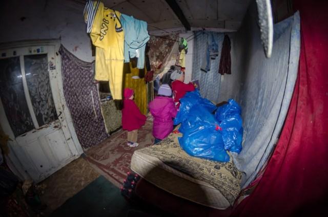 Familia Serban nu are nici o sursa de incalzire in incaperea in care traiesc cei 4 copii