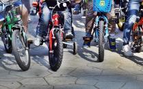 În șir, pe biciclete, spre Cartea Recordurilor, la Giroc