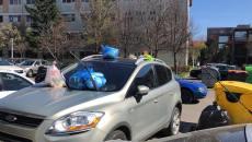 Mașină parcată pe trotuar, în Complexul Studențesc