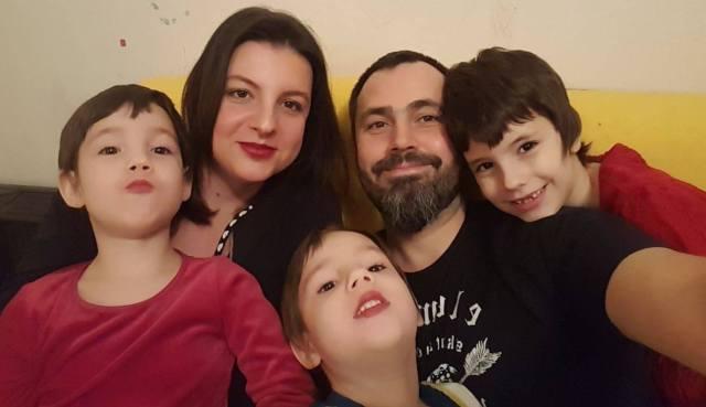 Anda, mamă a trei copii, a fost diagnosticată cu cancer