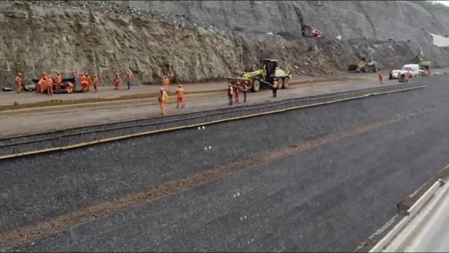 La lotul 4 din autostrada Lugoj – Deva se lucrează intens. Foto: captură video