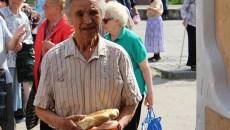 Zeci de persoane vârstnice vor primi o masă caldă