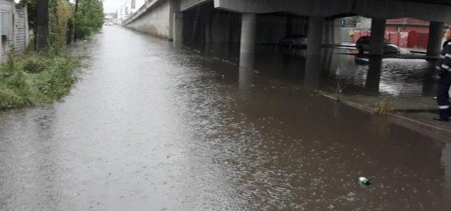 Inundație sub podul de pe Calea Șagului