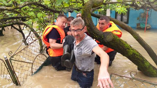 Inundații în Timiș. Persoane evacuate din calea apelor