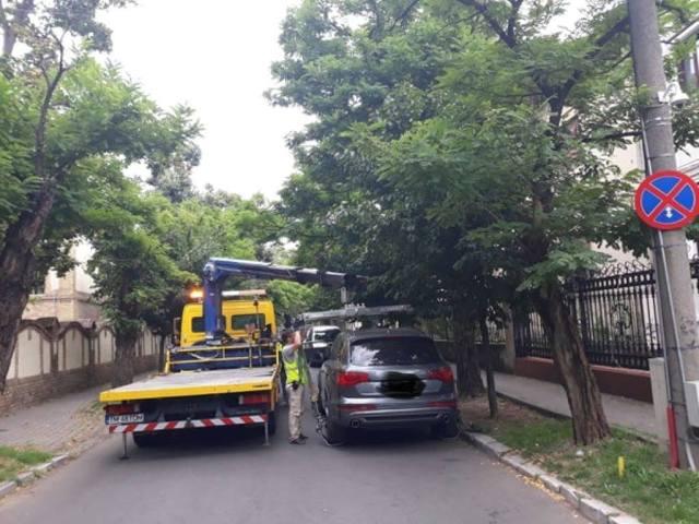 Peste o sută de mașini parcate neregulamentar au fost ridicate la Timișoara