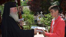 Bisericile din Timiș fac colectă pentru a cumpăra ghiozdane cu rechizite copiilor din familii fără posibilități materiale