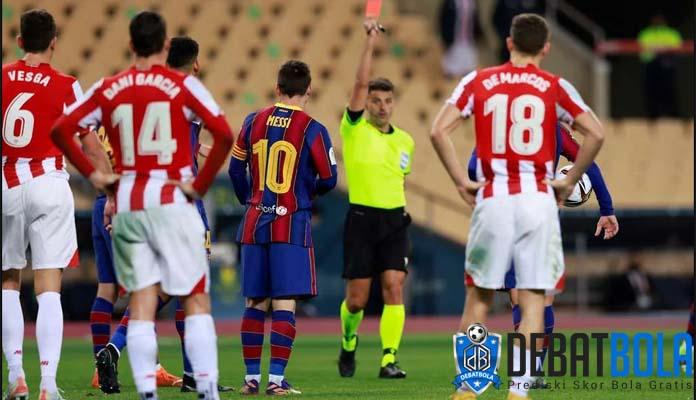 Lionel Messi Dibantu Wasit