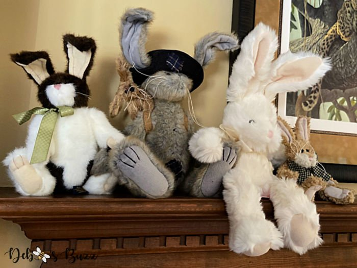 5-stuffed-Easter-bunnies-mantel