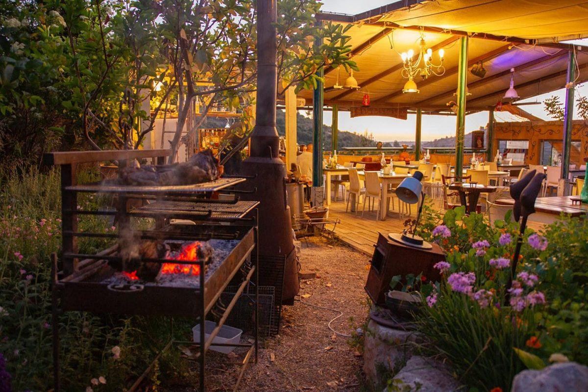 Hahatzer Shel Ofer - Ofer's Backyard - Moshav Matta - Smoked Meat