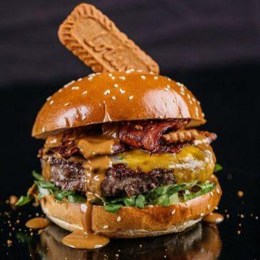 Zeh Ashdod - Not Kosher - Beach Restaurant - Dirty Burger