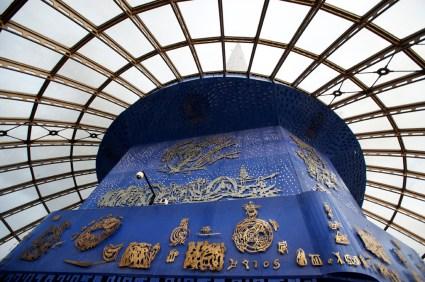 Sky Dome - 電視塔最高的一層,中央藍色牆上的藝術圖案是和波斯文化有關,用了水、風、火、土四大元素來設計。