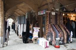 很多賣布疋的攤販