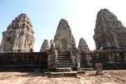第三層中央部分的五個磚塔
