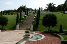 花園內的草坪及水池