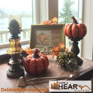 kitterman-mantle16-pumpkins-and-picture