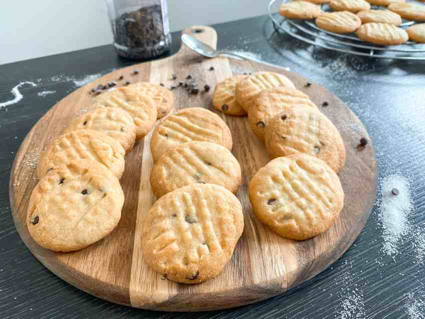 Vanilla Cookies with chocolate chips