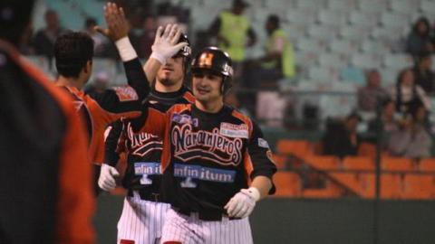Con bateo de Jesse Gutiérrez y Mark Hamilton que conectaron cuadrangulares y pitcheo de Miguel Ruiz los Naranjeros vencieron 10-4 a Mexicali para igualar la serie