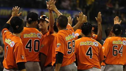 Águilas del Zulia celebrando triunfo en Venezuela
