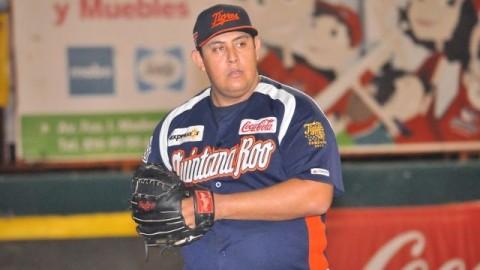 Francisco Córdova, pitcher de Tigres de Quintana Roo en Campeche