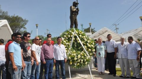 Guardia de Honor a Nelson Barrera de Delfines de Ciudad del Carmen