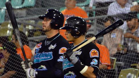 Emmanuel Valdez y José Manuel Rodríguez de Saraperos de Saltillo en Reynosa