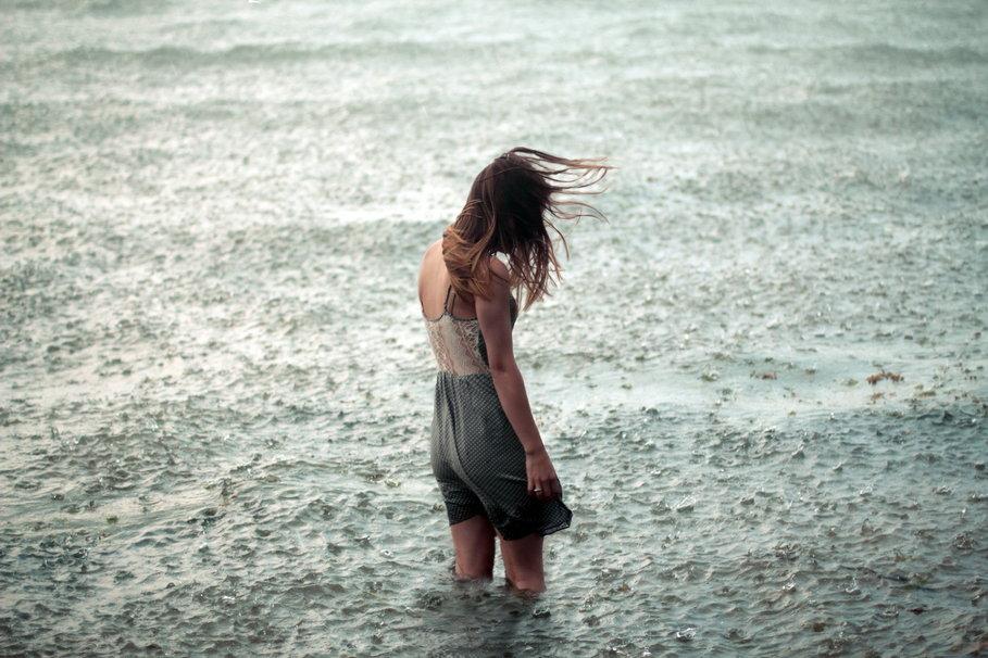 137426__girl-water-rain-loneliness-mood_p