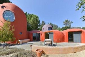 """Descubre esta casa inspirada en los """"Picapiedra"""" situada en San Francisco que ahora sale a la venta por 4,2 millones de dólares."""