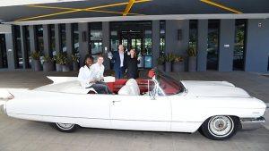 Conoce los hoteles de lujo que brindan a sus clientes con el servicio de autos  emblemáticos