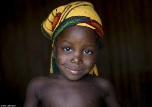 Retratos del África occidental, donde las cicatrices son un símbolo de belleza y los jóvenes se cortan para librarse del mal
