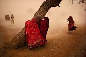 El fotógrafo Steve McCurry presenta nuevo libro de fotografías sobre sus más de 80 visitas a la India.