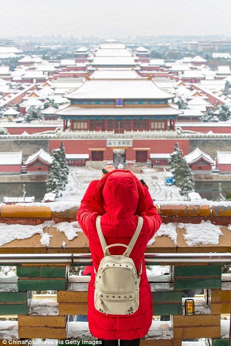 2ED3311200000578-3335083-In_the_morning_of_November_22_the_National_Palace_Museum_in_Beij-a-15_1448552590176