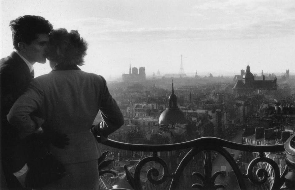 willy-ronis-les-amoureux-de-la-bastille-1957