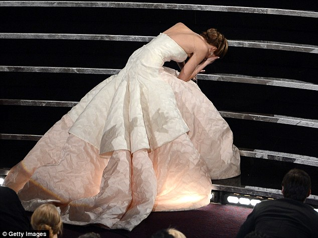 1843280B000005DC-3437766-As_she_climbed_the_steps_to_accept_the_award_for_Best_Actress_at-a-78_1455293397440