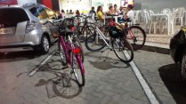 Ocupamos uma vaga de estacionamento com nossas bicicletas