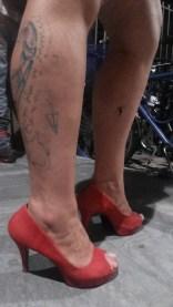 Pernaças da dona Luisa Pinheiro! E a manchinha de graxa não é um charme?