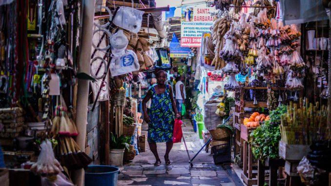 A tradicionalíssima Feira de São Joaquim, no bairro do Comércio – Salvador Ba, é famosa pela variedades de artesanatos, artefatos, comidas e muito mais!