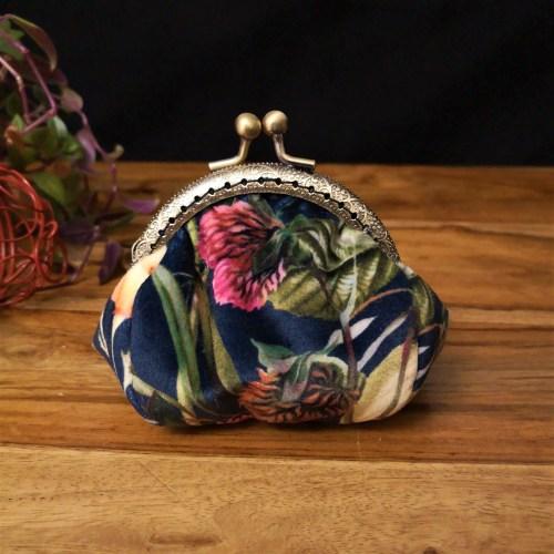 Porte-monnaie rétro velours bleu nuit avec fleurs et feuilles, fermoir bronze