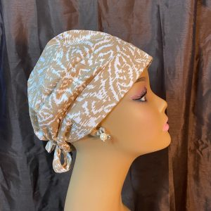 Abstract design in beige scrub hat