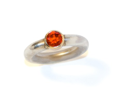 ring_sterling_red_sapphine