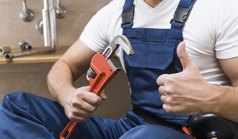 Professionnels, travaillez main dans la main avec un plombier chauffagiste dans le 8ème à Paris